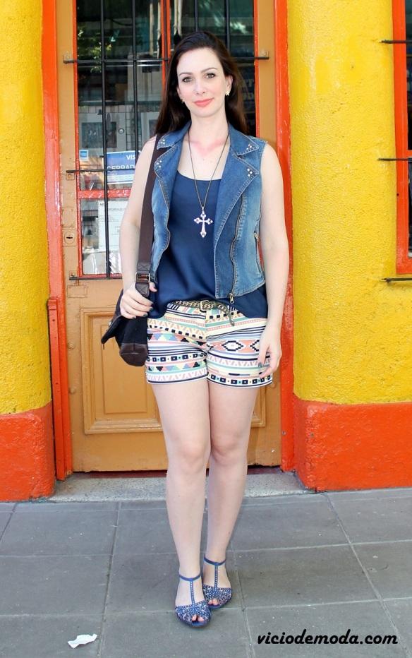 Look short étnico e colete jeans 1