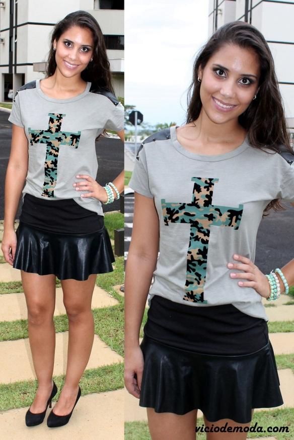 Camiseta com cruz e estampa militar e saia godê com couro
