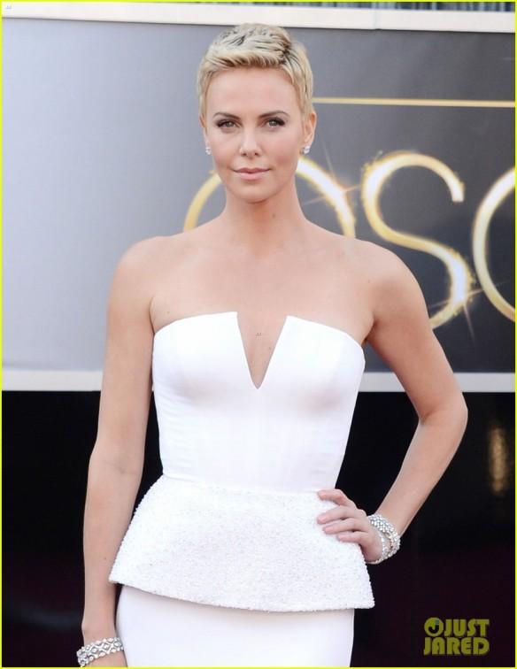 Look da Charlize Theron 2- Oscar 2013