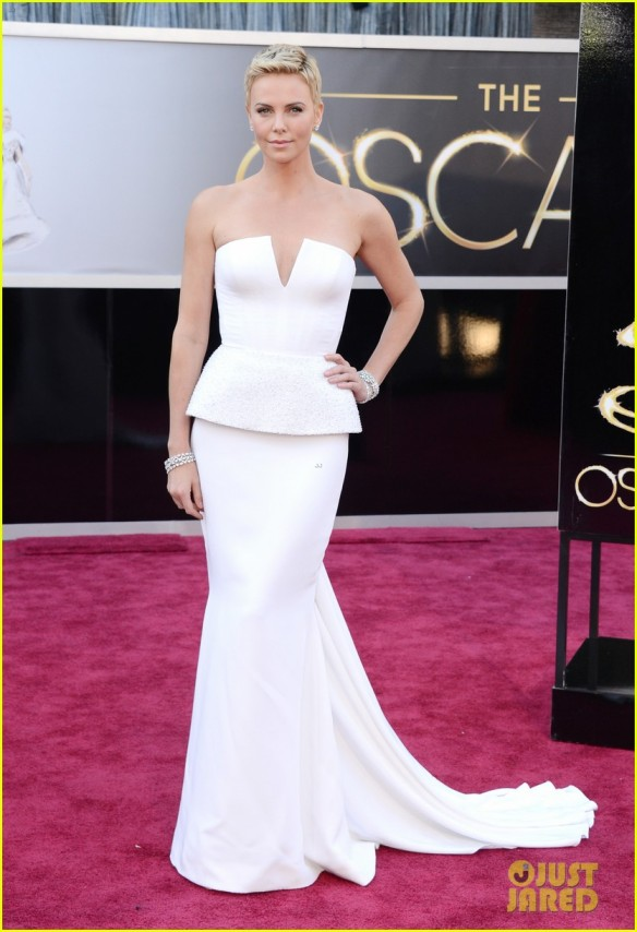 Look da Charlize Theron - Oscar 2013