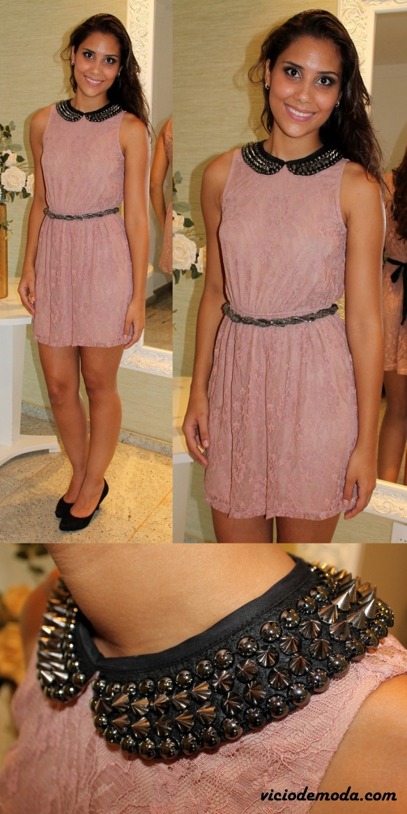 Vestido de renda rosa com gola peter pan bordada