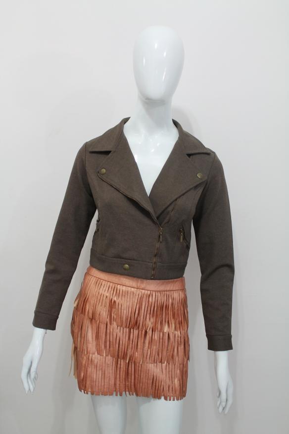 Saia de franjas cobre e jaqueta de moletom