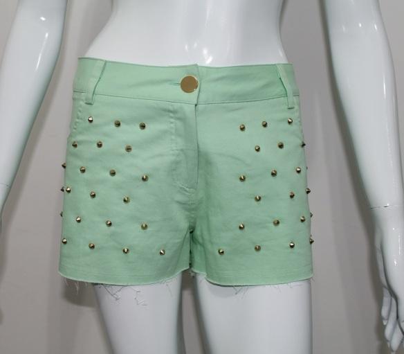 Short verde menta com spikes